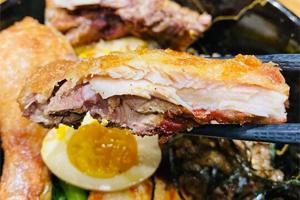 【台中·北區】二喜屋|平價烤肉飯,雙拼直接給一整支雞腿,香氣超級誘人,現在評論再送可樂餅!