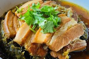 【南投·鹿谷】阿成小吃|溪頭園區周邊餐廳美食,山林中的美食,讓你同時擁有視覺、嗅覺及味覺的多重享受!