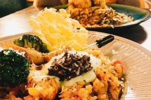 【台中·北區】理享leisure|玻璃屋內享受美食,飽滿的廣島炸牡蠣、松露菇菇燉飯,還可升級成套餐!