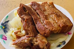 【台中·豐原】魯肉賴 豐原老字號爌肉飯,爌肉入口即化不油膩,內用味噌湯、蜆湯無限喝!