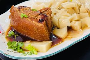 【南投·鹿谷】溪阿餐館|溪頭百元熱炒,爌肉肥美、蝦球新鮮,是補充體力的好選擇!
