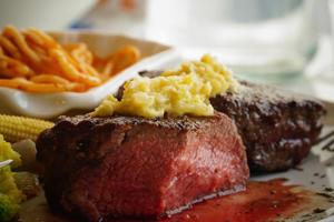 【台中·北區】日盛牛排|紐西蘭肋眼心牛排,每樣都精緻美味,推薦這款入門款!