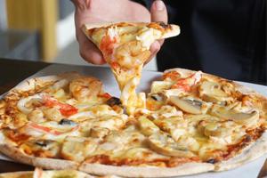 【台中·西屯】噠啵窯烤披薩|主打薄皮的窯烤香味披薩,鹹甜口味任挑選,口感層次好豐富!