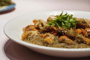 【台中‧清水】福宴國際創意美食餐廳|肉質滑嫩的鮭魚薄片,超大器的芋香鮮蚵粥,每道菜都不能錯過!
